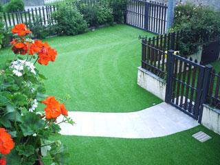 Giardini Moderni Borgomanero : Produzione erba sintetica per giardino tessitura di borgomanero