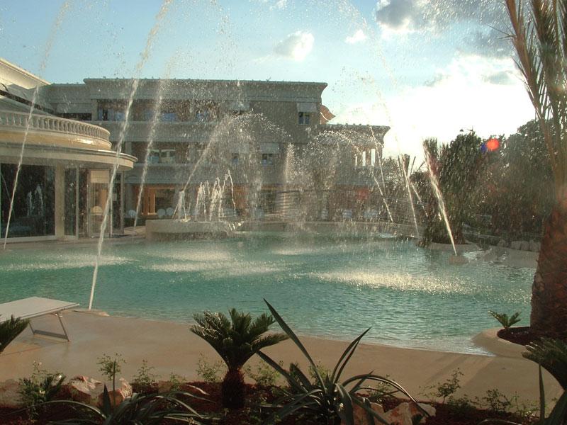 Progettazione personalizzata giardini e architettura for Acqua per piscine