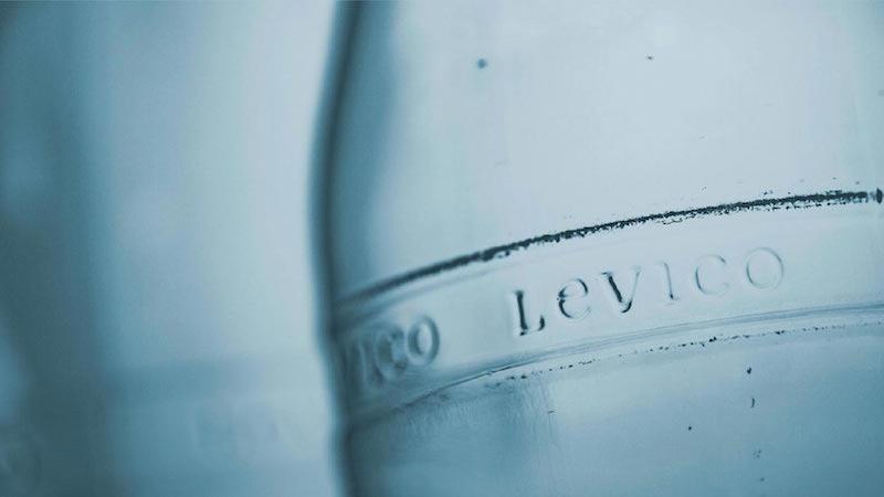 Acqua in vetro leggera e salutare Levico Acque: per il benessere della persona e la salute dell'ambiente