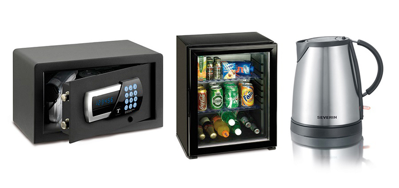 Electric kettle, minibar and safe