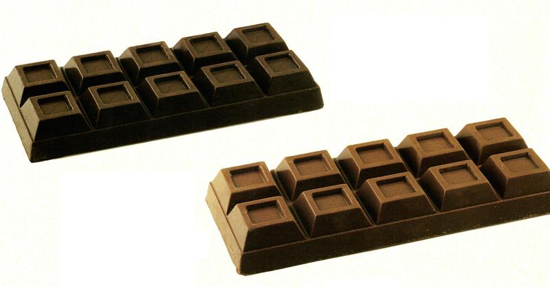 Blocchi di cioccolato al latte e fondente