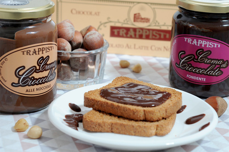Crema spalmabile di cioccolato fondente o alle nocciole