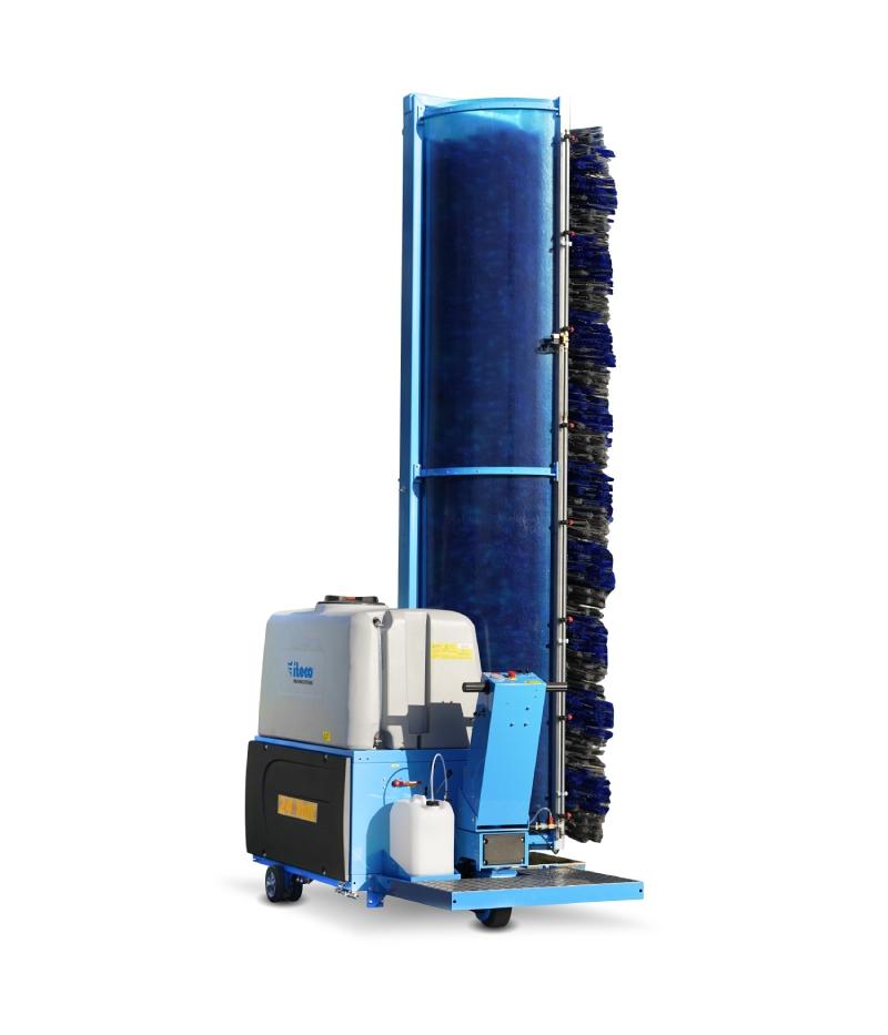 Sistema di lavaggio monospazzola Truck Wash con operatore in piedi sul mezzo