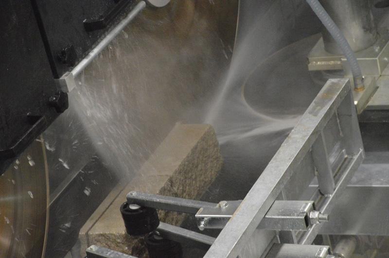 Macchine per taglio pietra angolare