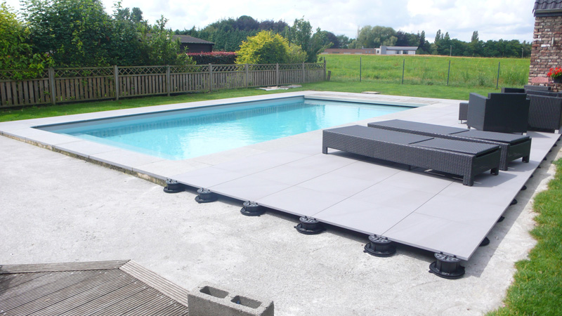 Pedestals for pool flooring