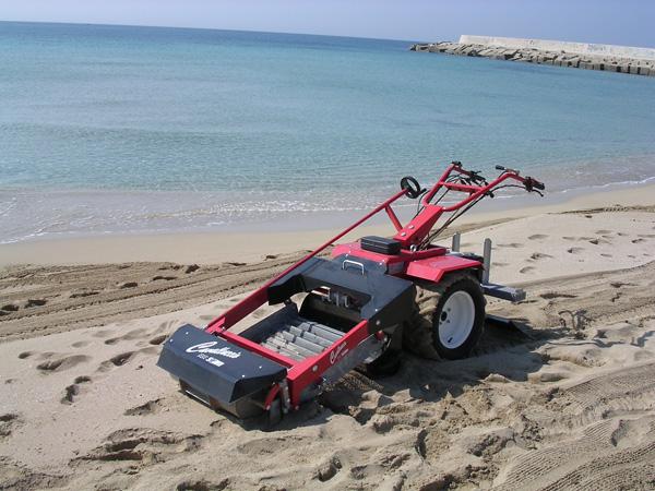 Self-propelled beach-cleaning machine