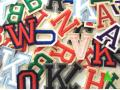 Lettere ricamate e numeri ricamati su tessuto
