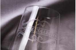 Персонализированная лазерная гравировка на стекле