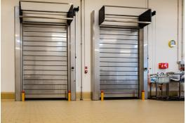 Sistemi di protezione porte industriali
