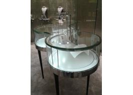 Display cases for jewelry