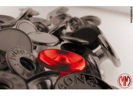 Bottoni metallici e cabochon abbigliamento