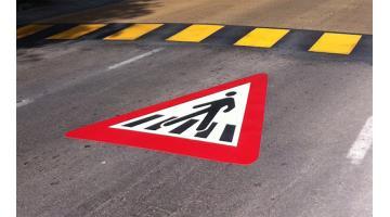 Termoplastico rifrangente per segnaletica stradale