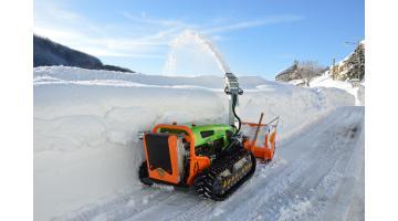 Снегоуборочная машина с дистанционным управлением