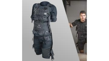 Technical suit with electrodes for sporting activity