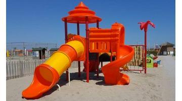 Produzione playground in plastica da esterno