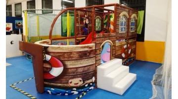 Produzione playground in plastica per interno