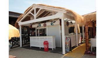 Coverage raffia beach kiosk