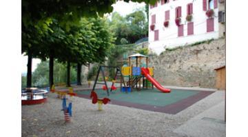 Piastra antitrauma per parco giochi