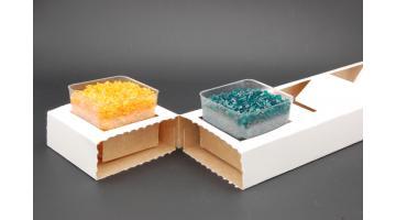 Vassoio in cartone con coppette gelato in plastica