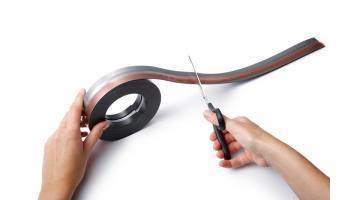 Clip adesiva con chiusura magnetica in rotolo