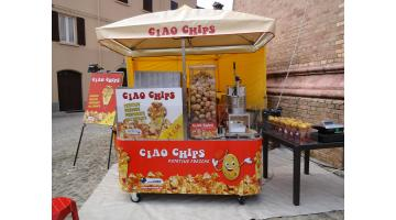 Kiosk fried potatoes on cart