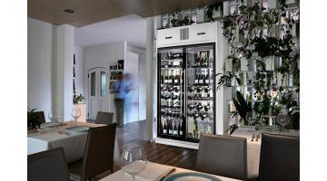 Chilled bottles display case for restaurants