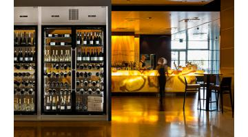 Wine refrigerated display case for restaurants