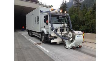 Intervento di pallinatura su manto stradale Idroservice Italia
