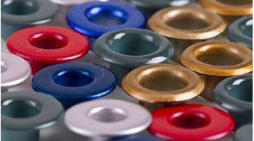 Occhielli in ferro e ottone per calzature sportive