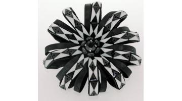 Ricamo Flower Black&White per applicazioni su abbigliamento