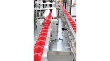 Linea di alimentazione per impianti di confezionamento bottiglie