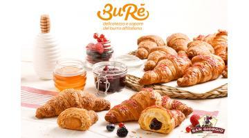 Croissant al burro miele e cereali o frutti rossi