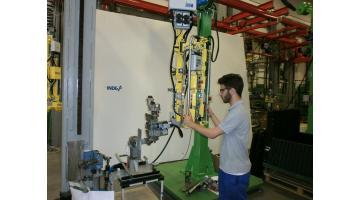 Manipolatore per movimentazione componenti meccanici