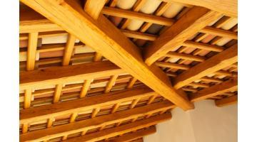 Free strutture in legno moderne segna legnami tetti in for Casa legno antisismica costo