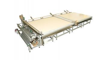 Impianto automatico per la produzione di zanzariere