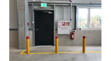 Pali per protezione porte industriali