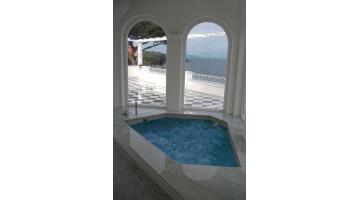Materiale autoportante per realizzazione piscine