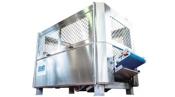 Automatic centrifuge for leaf products