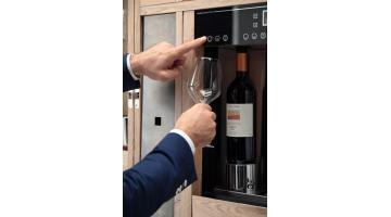 Рефрижераторный шкаф с диспенсером для вина